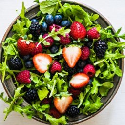 Arugula berry salad