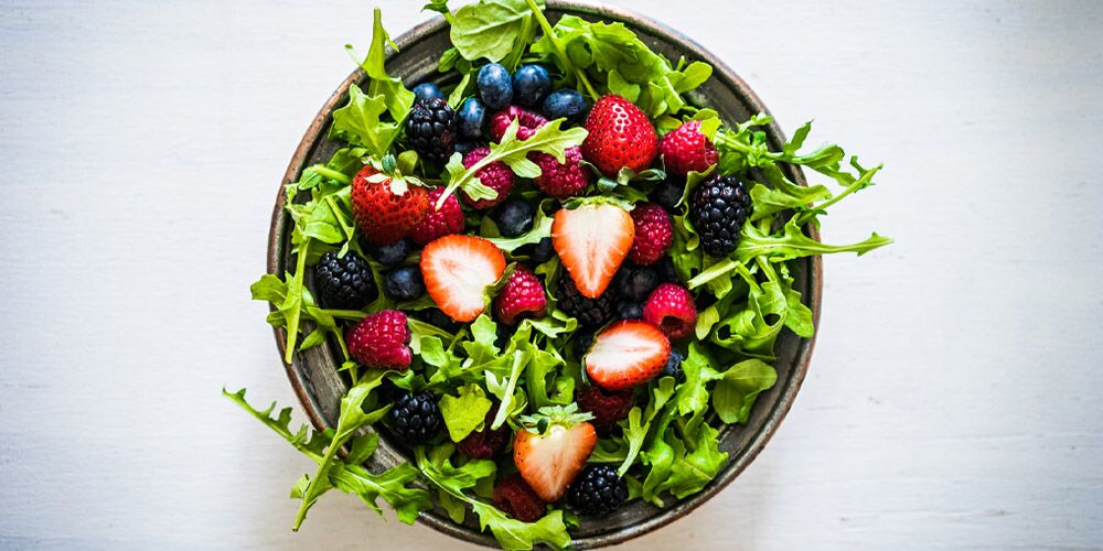 Arugula berry salad